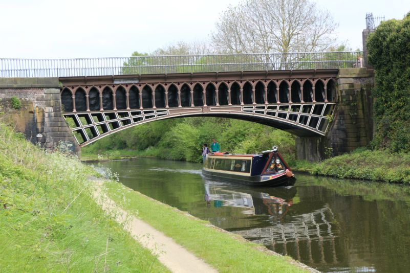 Boat going under the Engine Aqueduct